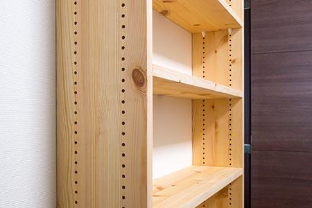 奥行き14cmのスリムな本棚