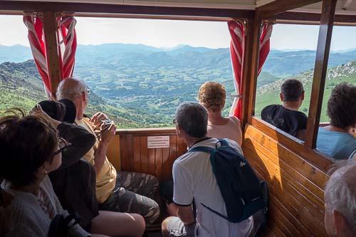 ラ リューヌ山の山岳鉄道の車窓景色