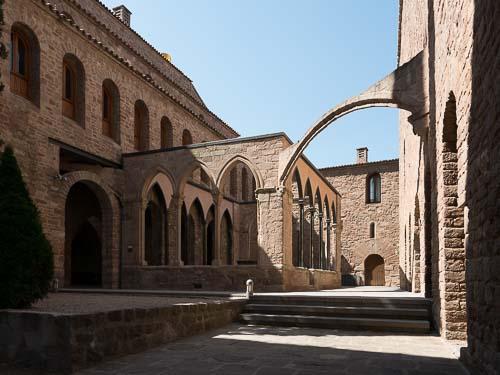 カルドナのパラドールの入口