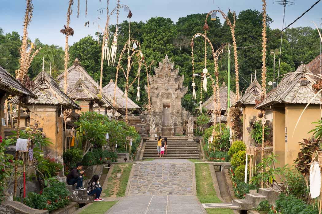 プンリプラン村の奧に建つ寺院