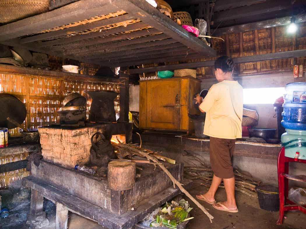 伝統的な調理場54