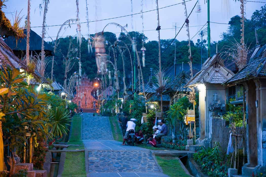 夜のプンリプラン村